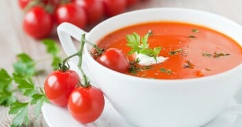 Petite soupe de tomates au chèvre frais