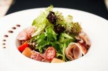 Salade melon jambon cru et parmesan