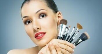 Paraitre mince du visage grâce au maquillage